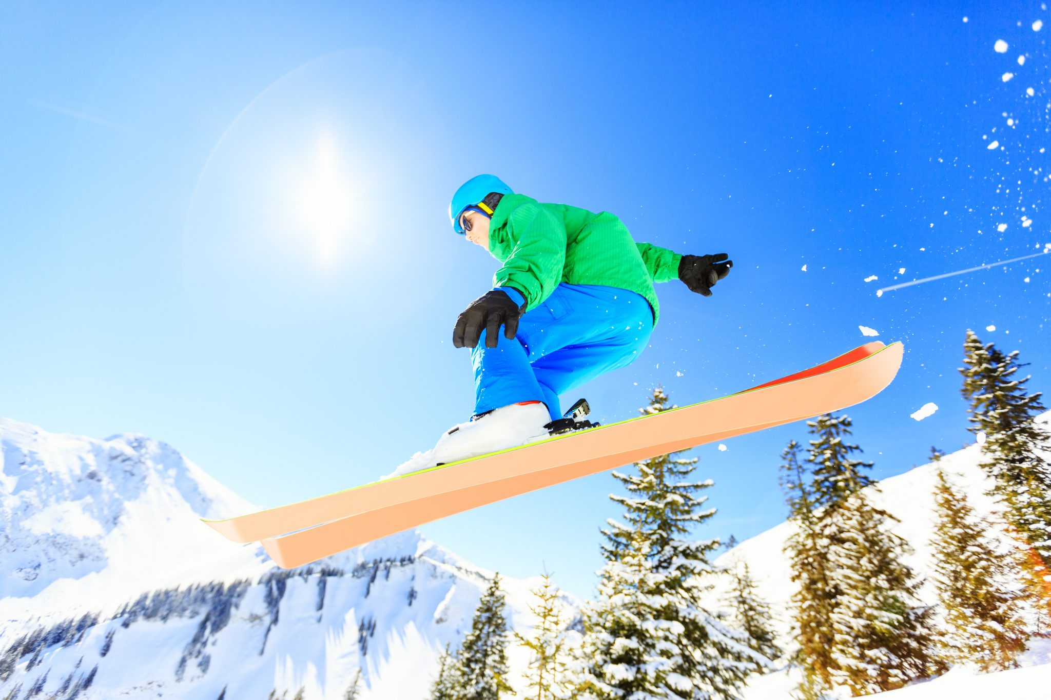 The Best Knee Braces For Skiing To Keep You On The Slopes