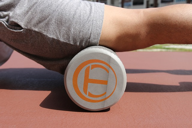 foam roller on the thigh