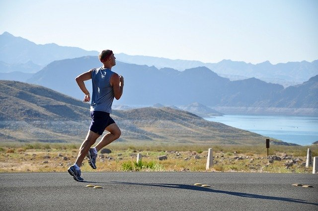 man running with good form