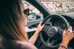 Adjust your posture to avoid shoulder pain while driving